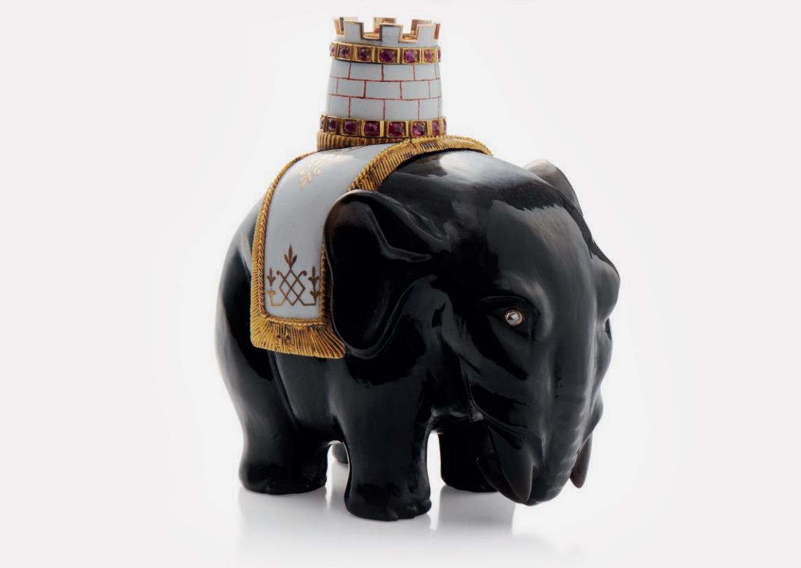 Фигурка слона с башней. Выполнена из обсидиана, украшена золотом и драгоценными камнями. Fabergé, мастер Михаил Перхин. Санкт-Петербург, около 1890 года