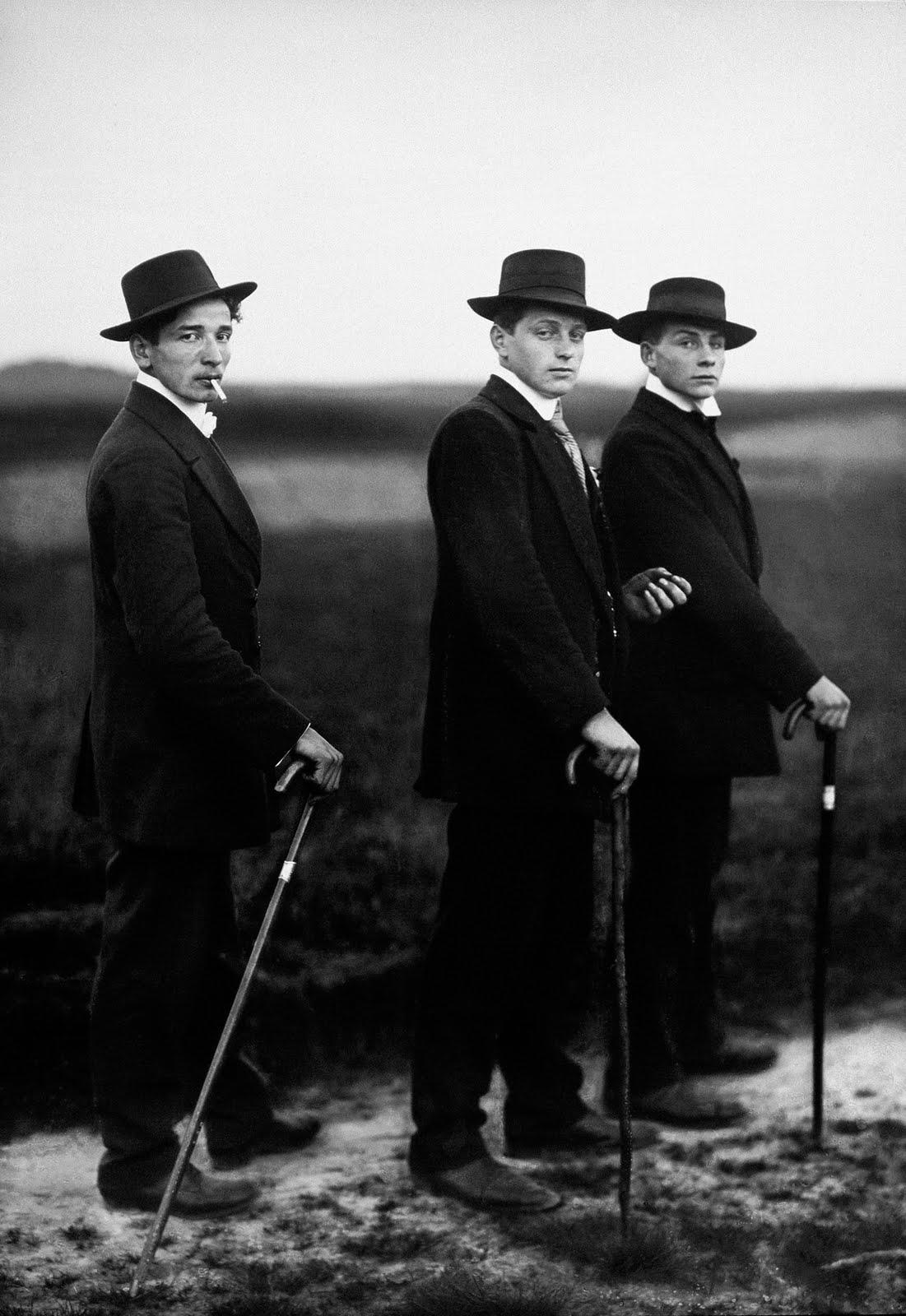 Август Зандер. Крестьяне идут на танцы, Вестервальд, 1914