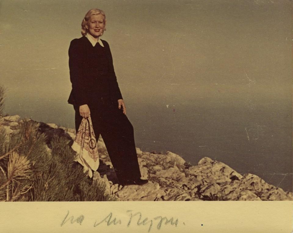 Неизвестный автор, возможно Григорий Александров. Портрет Любови Орловой на горе Ай-Петри в Крыму, 1949