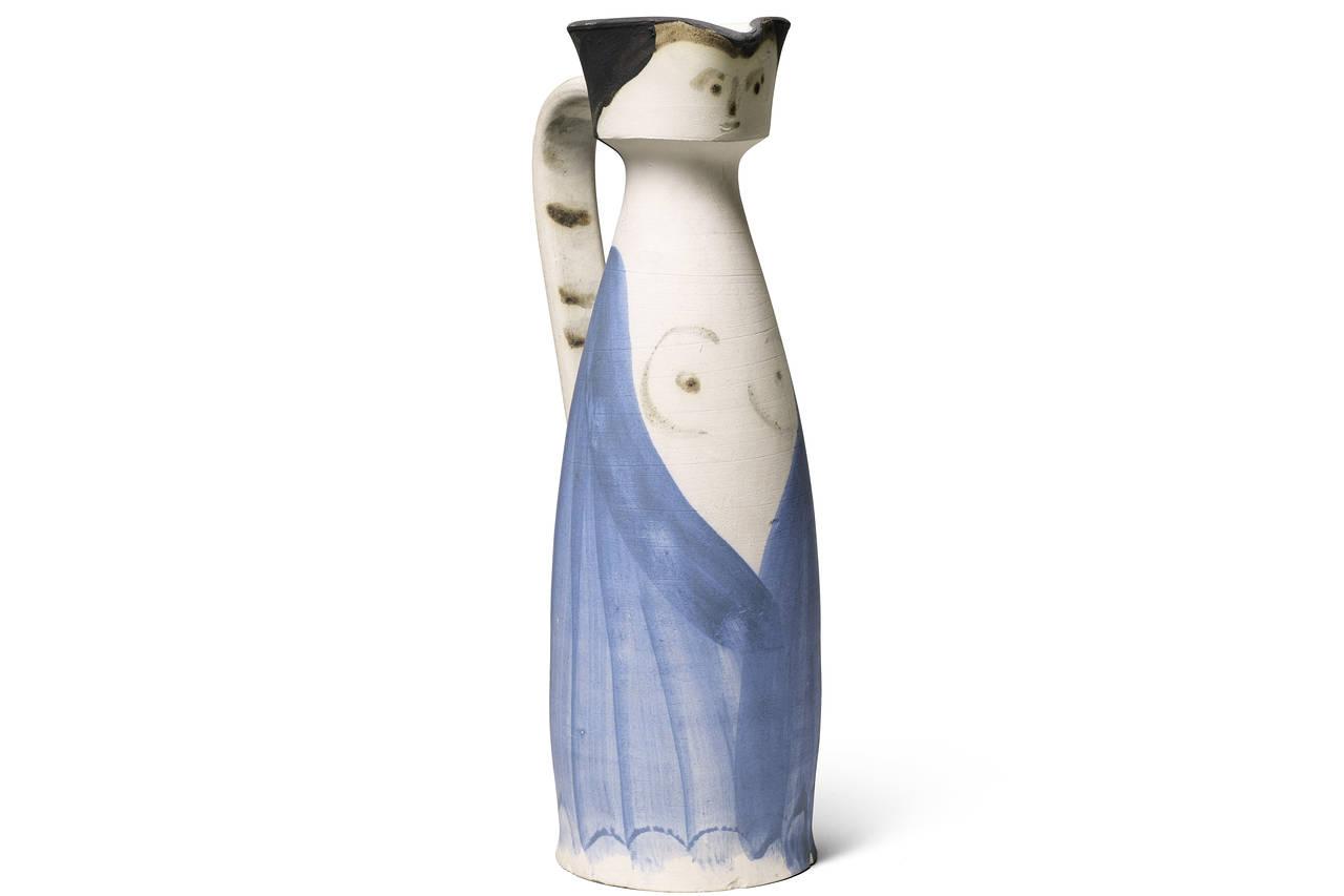 Пабло Пикассо. Женщина в распахнутом платье. Кувшин из керамики, 1955 / Эстимейт £35,000 - 45,000 / Sotheby's