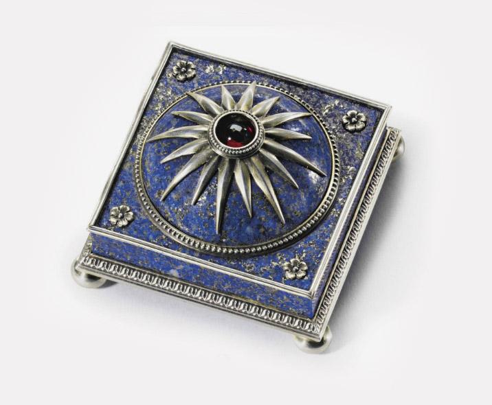 Звонок из позолоченного серебра, ляпис-лазурь. Санкт-Петербург, 1899-1904. Мастер Виктор Аарне