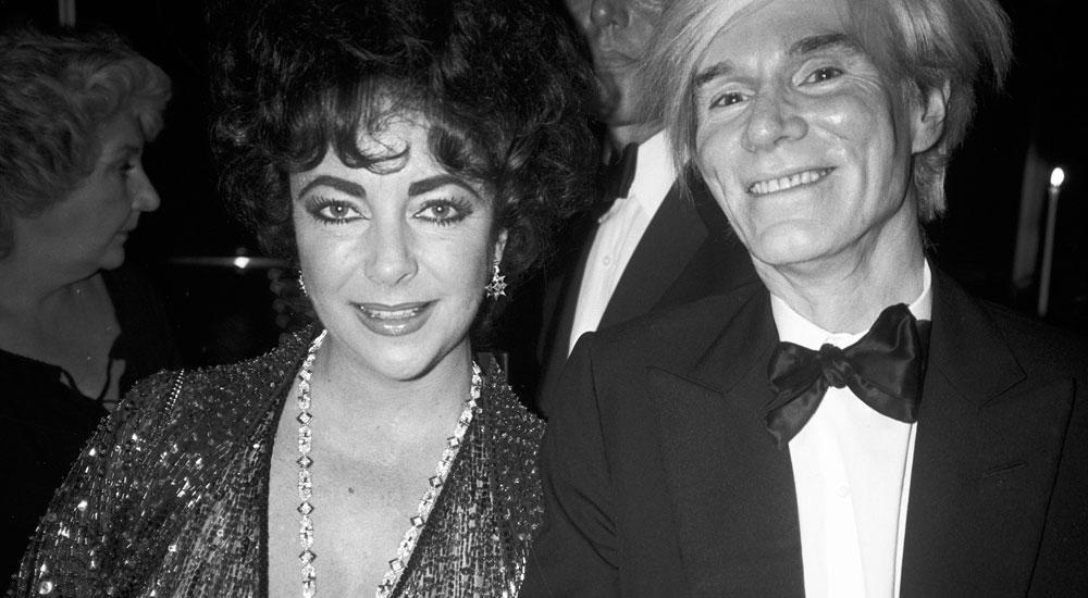Элизабет Тейлор со своим другом Энди Уорхолом в колье Bulgari из платины с сапфирами и бриллиантами