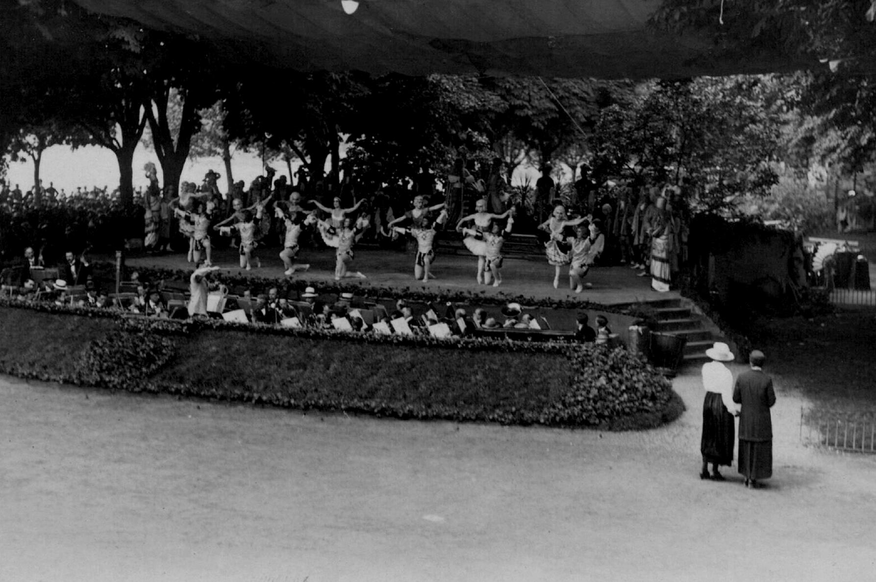 Русский балет в Кельне во время европейских гастролей Дягилева, 1924.