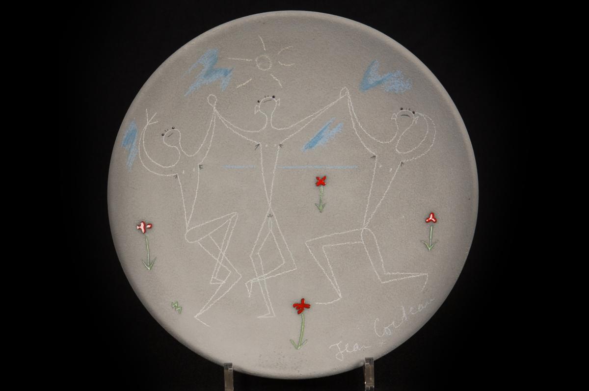 Три танцовщика / Trois danseurs. Блюдо из керамики, 1958
