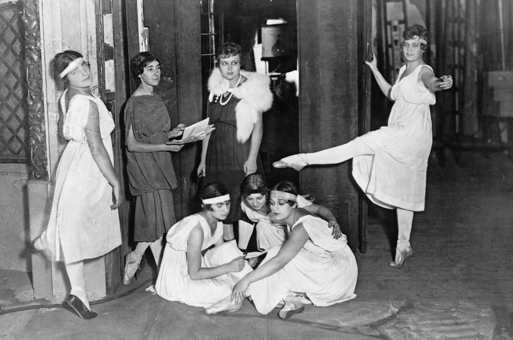 За кулисами «Русских Балетов», 1916 год. Большой успех во время заокеанского тура артистов Дягилева.