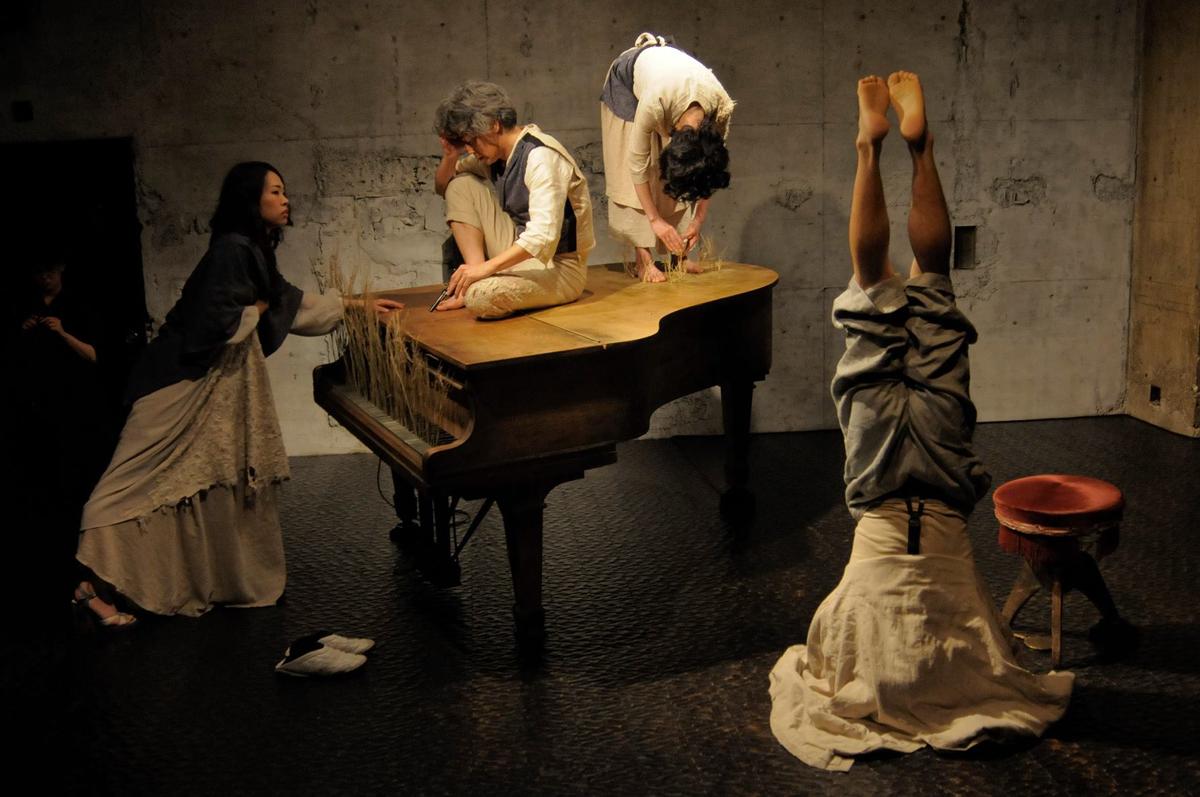 «Ваня Одзи-сан» – японский «Дядя Ваня», премьера чеховской драмы прошла на острове Хонсю, в театре «Точка». фото www.kyotodeasobo.com