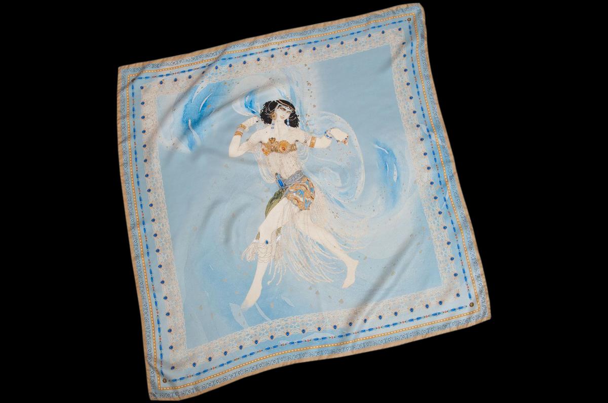 Шелковый платок «Саломея» (Salome) из коллекции Art Edition бренда Radical Chic создан по легендарному эскизу Льва Бакста совместно с Третьяковской галереей / © Radical Chic