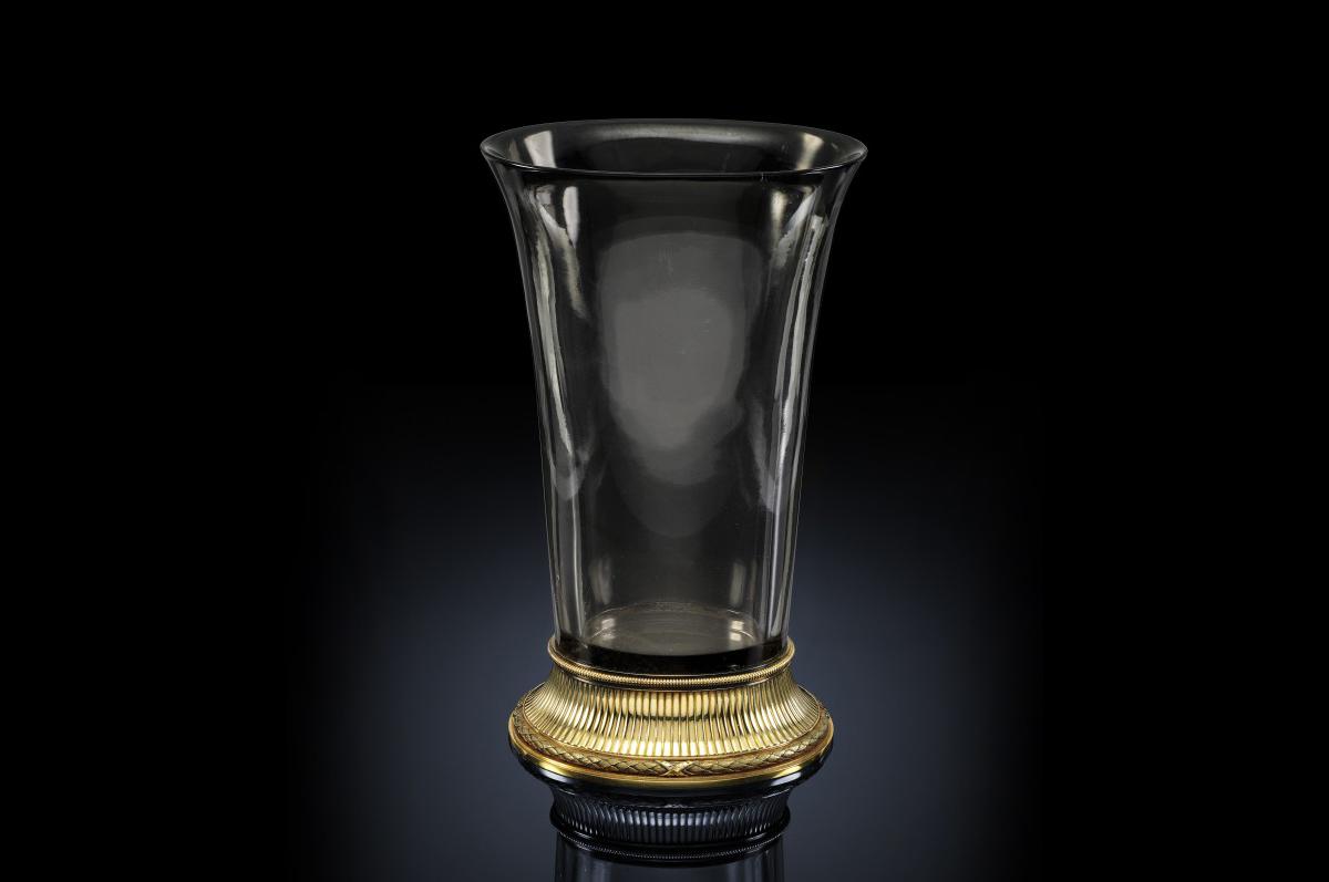 Редчайшая ваза «Балетта» из дымчатого топаза на золотом пьедестале.