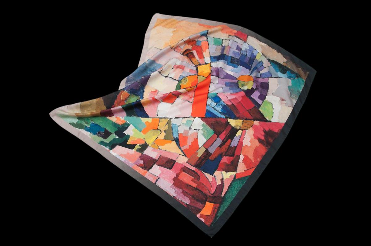 Шелковый платок «Астры» (Asters), посвященный авангардному шедевру Аристарха Лентулова «Астры» — плод сотрудничества марки Radical Chic с Третьяковской галереей / © Radical Chic