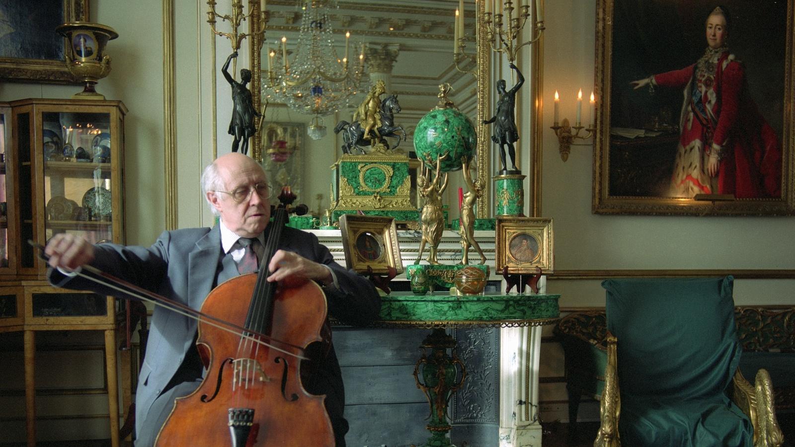 Мстислав Ростропович в своей парижской квартире