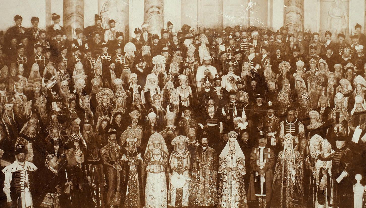 Историческая фотография придворного бала-маскарада 1903 года