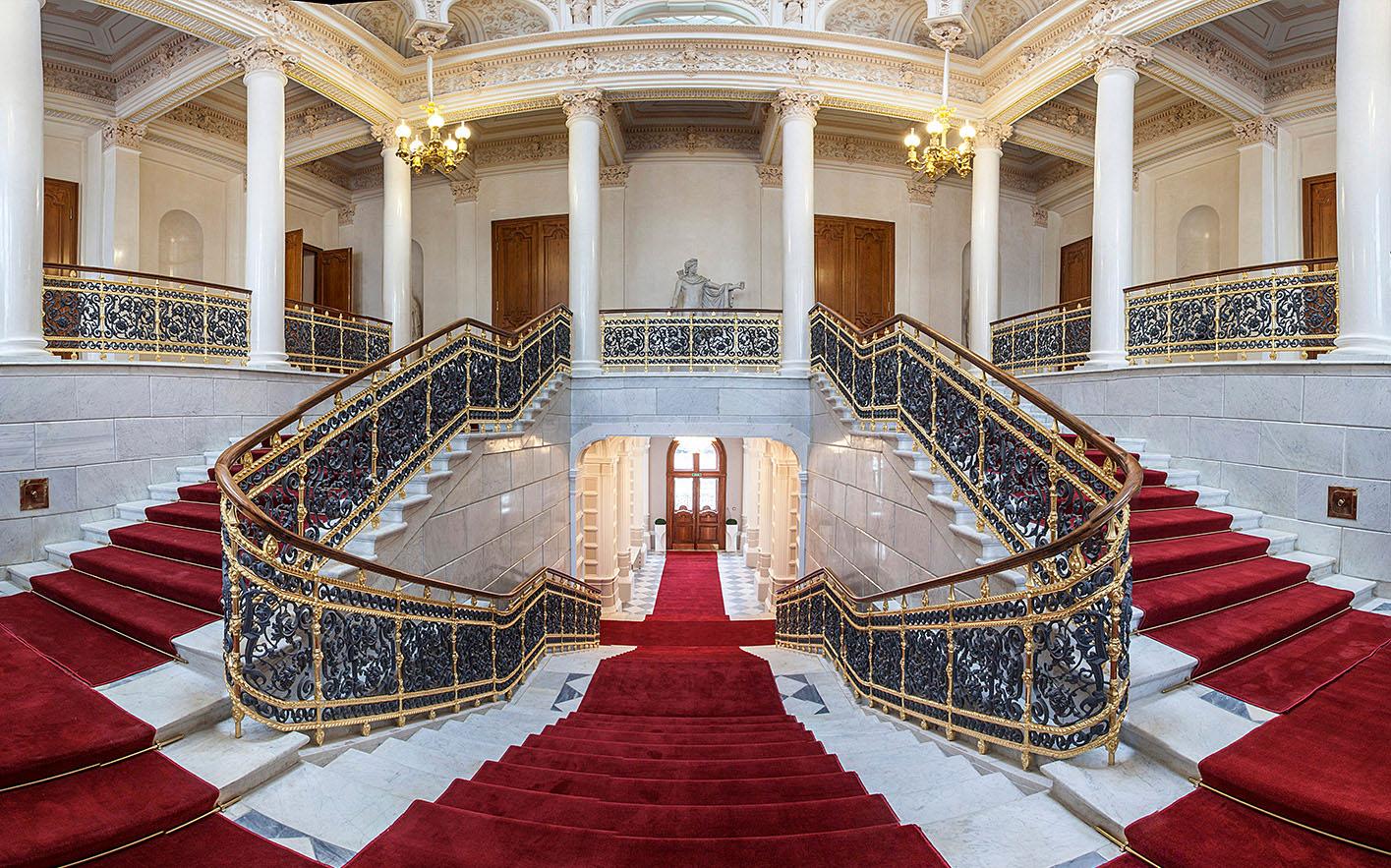 Парадная лестница в Шуваловском дворце