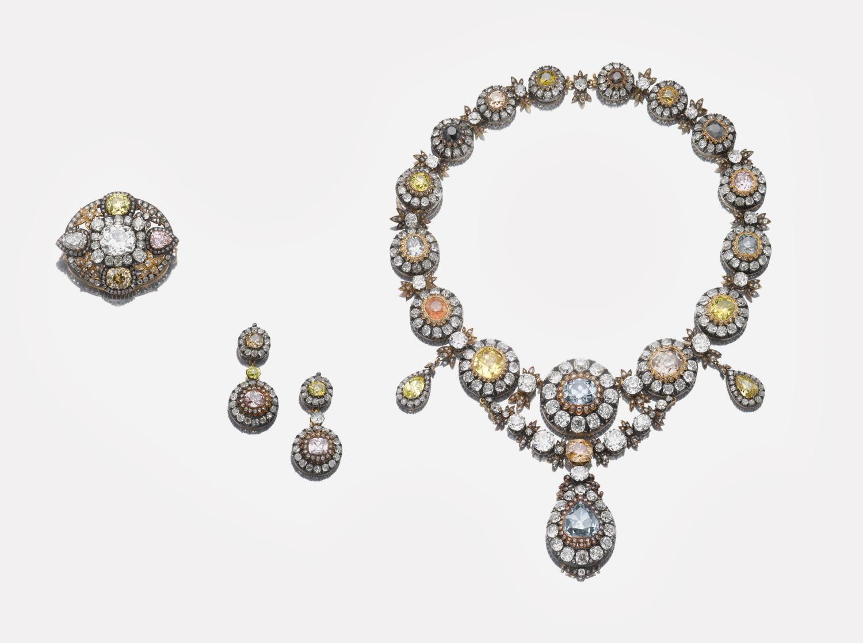 Колье из цветных бриллиантов, подарок правителя Османской империи Абдул-Хамида II супруге последнего хедива Египта Тауфик-паши