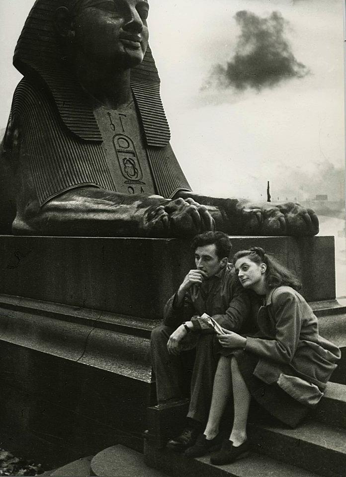 Иван Шагин. Грустные думы. Лондон, на набережной Темзы, 1945