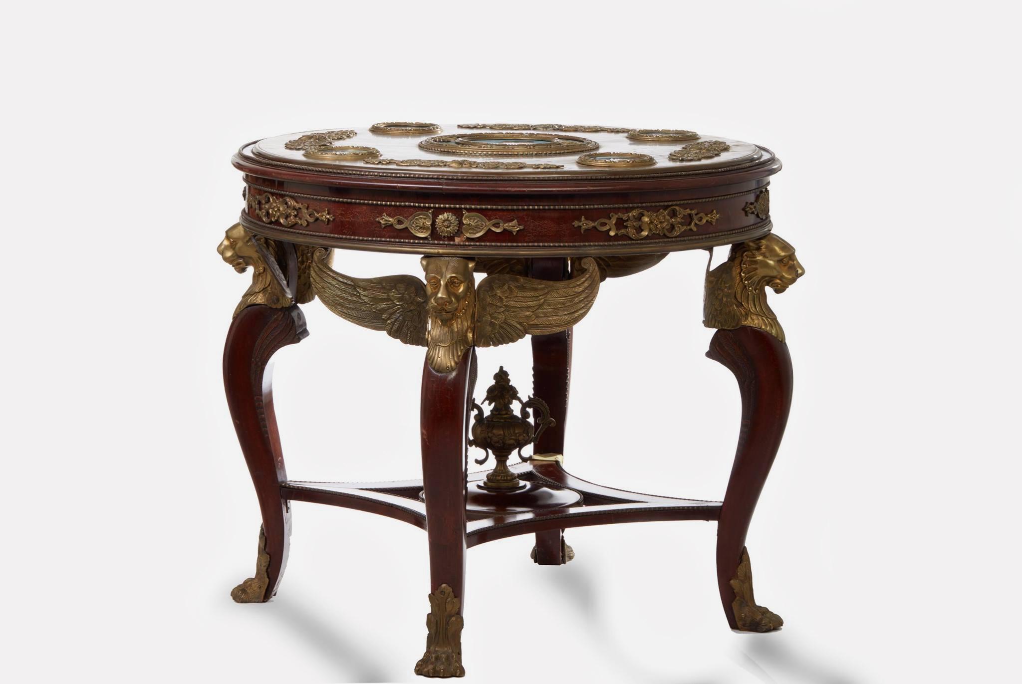 Сувенирный стол с медальонами по оригиналам Василия Верещагина