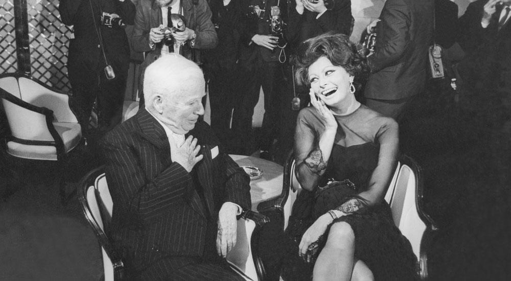 Чарли Чаплин и Софи Лорен в 1965 объявляют о съемках фильма Графиня из Гонконга