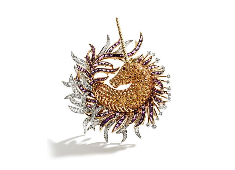 Брошь «Единорог» из золота 18 карат и платины, инкрустированная желтыми сапфирами, аметистом и бриллиантами
