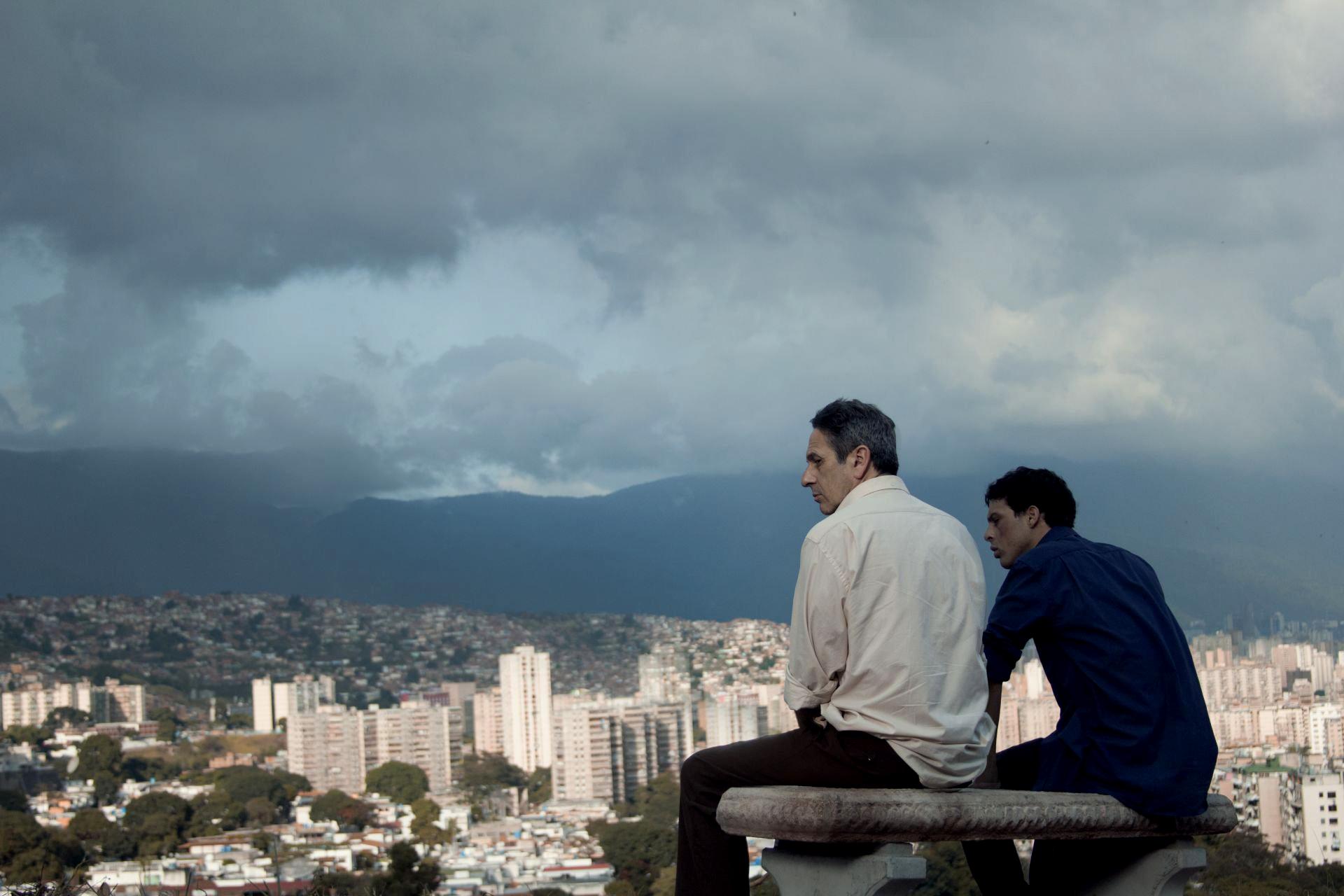 """Кадр из фильма """"Издалека"""", реж. Лоренцо Вигас (2015)"""