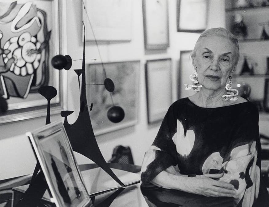Анита Кан в окружении своей коллекции