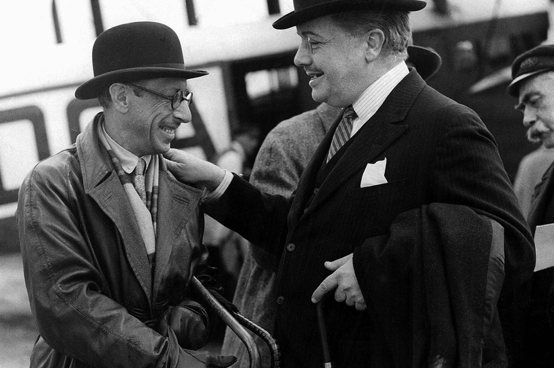 Стравинский и Дягилев в аэропорту Лондона, 1926. В Театре Лицеум английская публика увидела новую сценографию «Жар-Птицы».