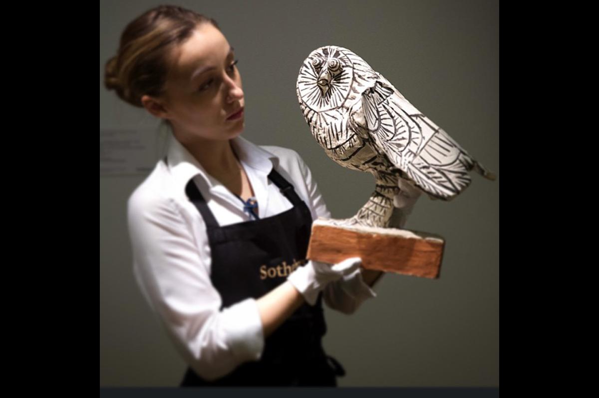 Вечные совы Пикассо, одна из которых, раскрашенная художником, была выставлена на торги в начале года / фото @sothebys, официальная страница аукционного дома в instagram