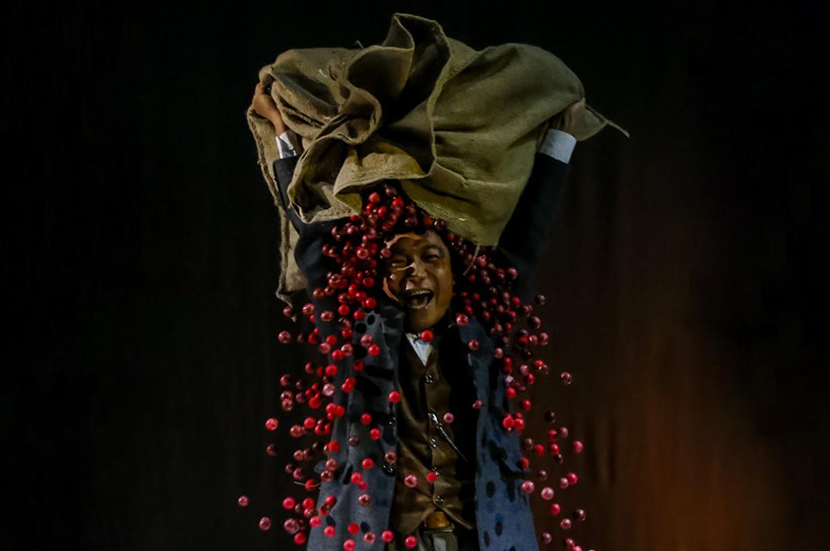 Драматичный и прекрасный «Вишневый сад» в авангардной версии Китайской академии драмы, 2014. фото www.chinafeatures.com