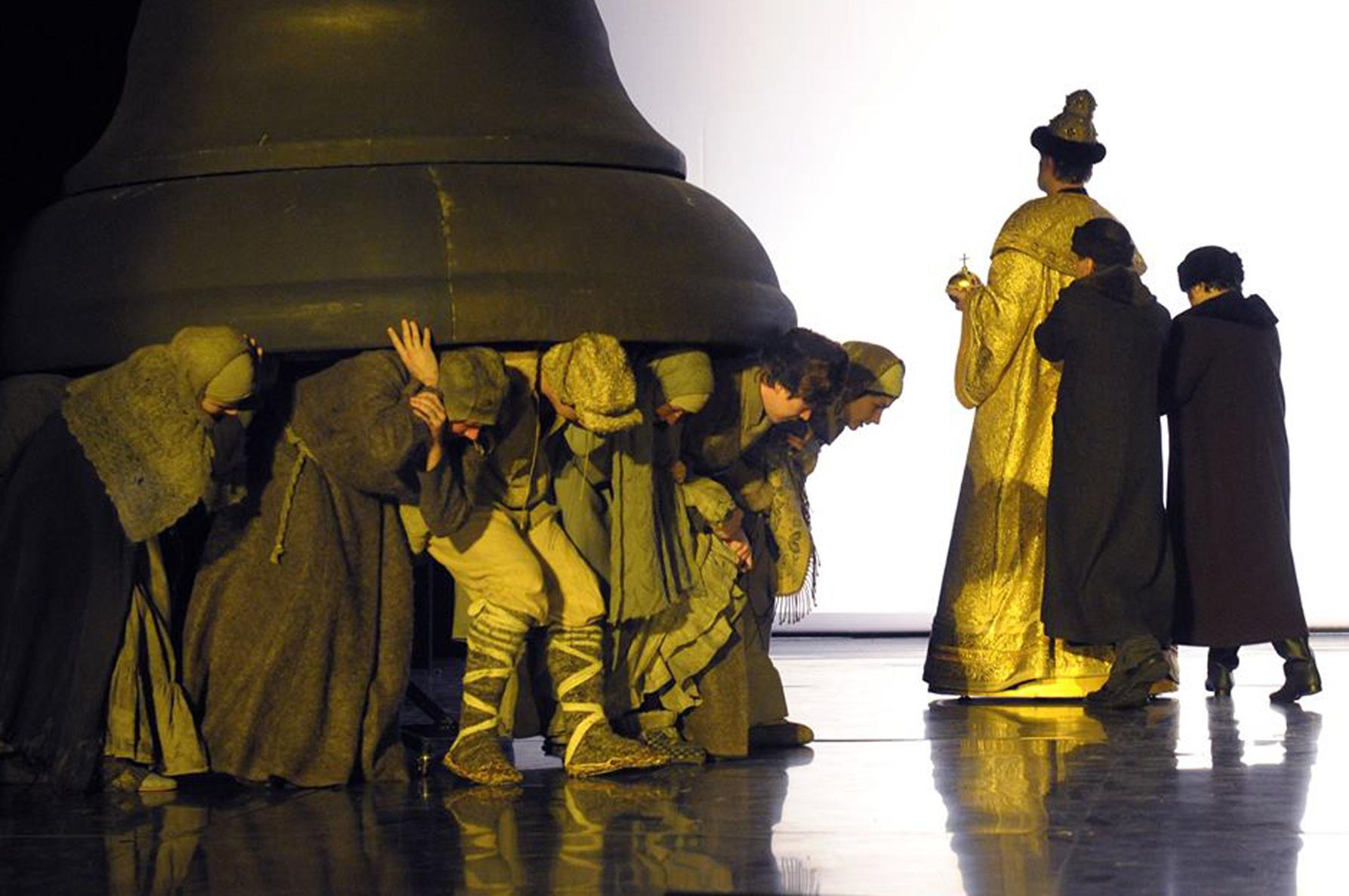 «Борис Годунов» Пушкина на сцене Театра Et Cetera, режиссер — Петер Штайн. Премьера — 17 января 2015 года / фото www.et-cetera.ru