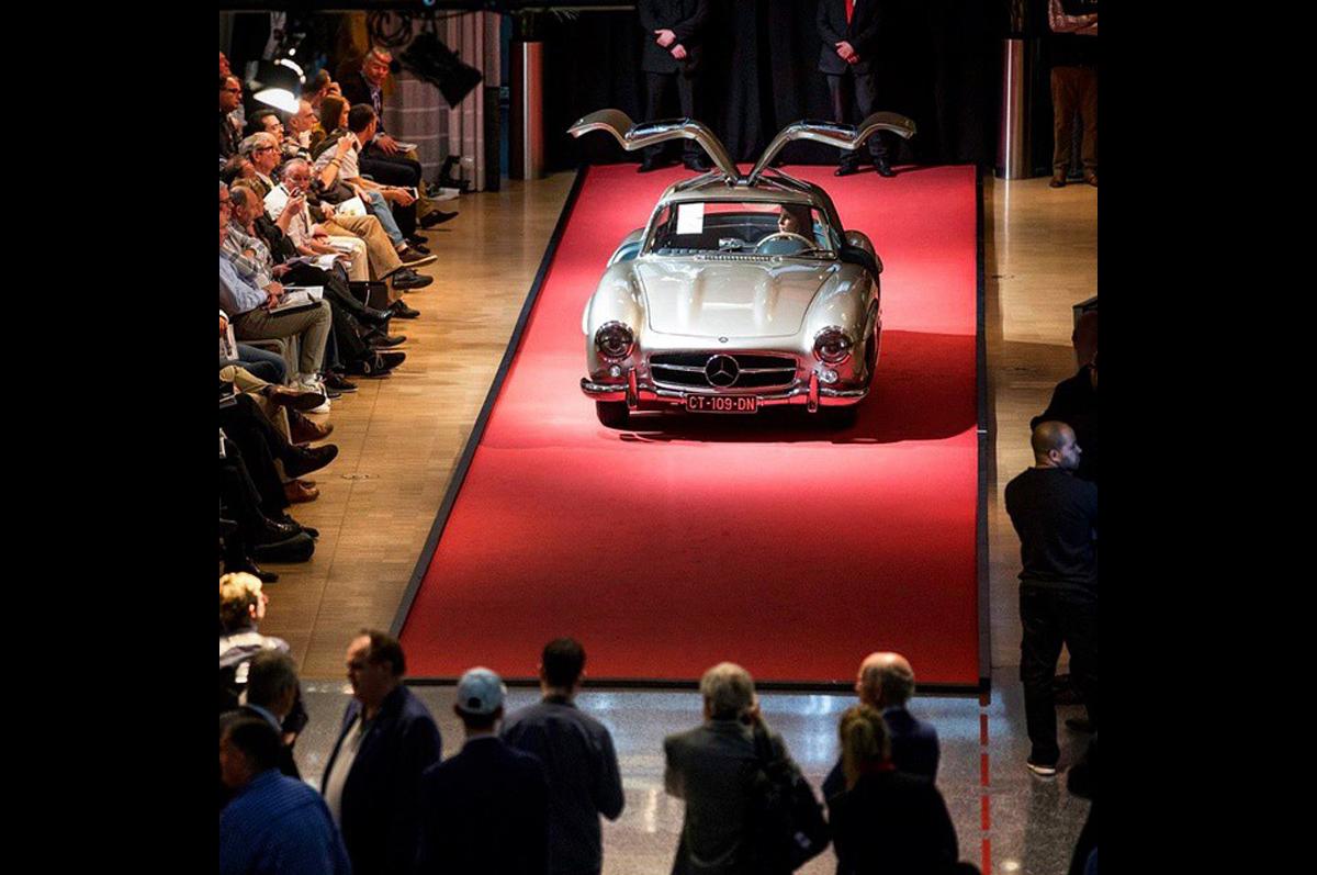 Mercedes-Benz с «Крыльями чайки» 1955 года выпуска был продан в марте на Bonhams за €1,046,500 / фото @bonhams1793, официальная страница аукционного дома в instagram