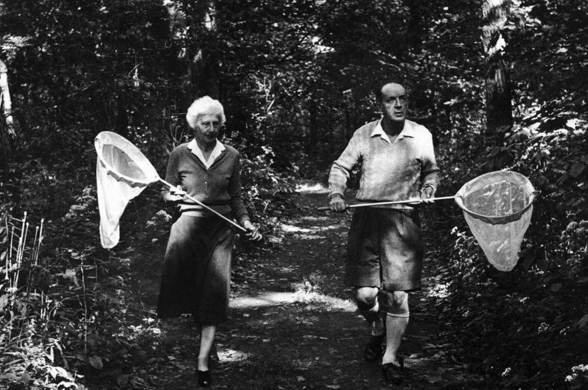 Владимир Набоков и Вера в поисках бабочки, 1958. Фото The LIFE Picture Collection