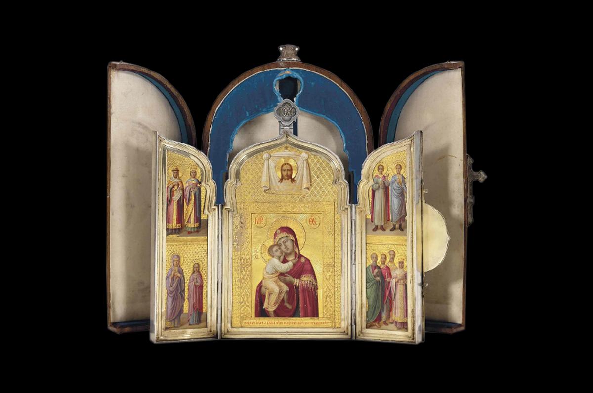 Икона Феодоровской Божией Матери в окружении десяти святых, триптих украшен позолоченным серебром