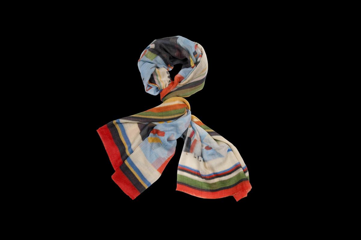 Кашемировая шаль «Мотивы произведений Малевича» марки «Gourji» цитирует полотна художника 1930-х годов / © Gourji